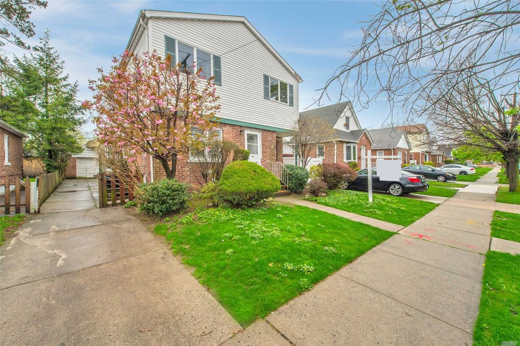 171-28 Pidgeon Meadow Rd, Flushing, NY 11365