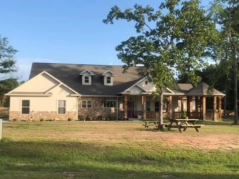 Photo of 220 Pine Valley Dr, Pineland, TX 75968