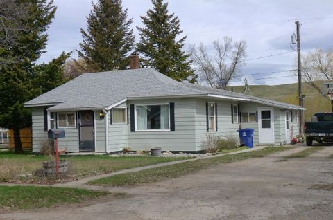Photo of 218 Ne Boulevard St, Lewistown, MT 59457