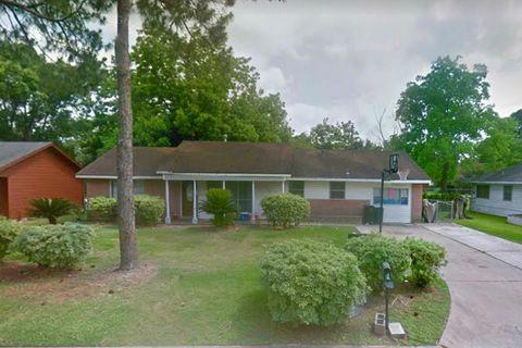 Photo of 605 Holly St, Angleton, TX 77515