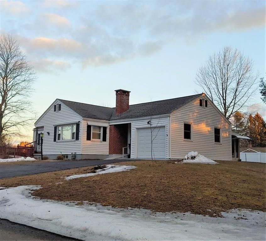 23 Governor Dr, Westfield, MA 01085
