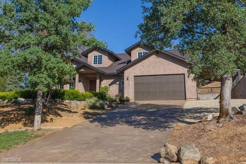 Photo of 5735 Beaumont Dr, Redding, CA 96003
