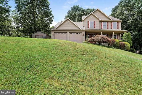 292 Forevergreen Dr, Falling Waters, WV 25419