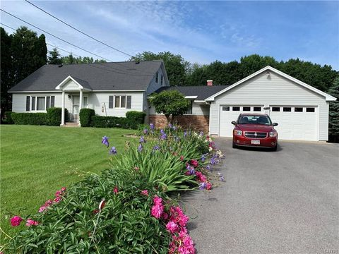 Photo of 7614 River Rd, Baldwinsville, NY 13027