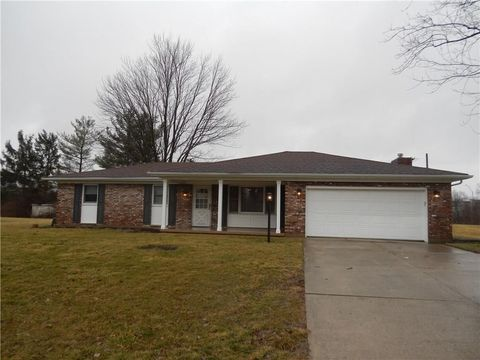 Photo of 303 Woodlawn Dr, Tipp City, OH 45371