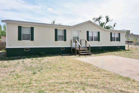 Photo of 611 Maury St, Woodward, OK 73801