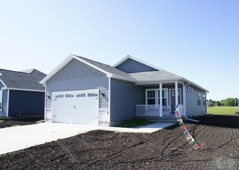 Photo of 827 Lewis Dr, Webster City, IA 50595