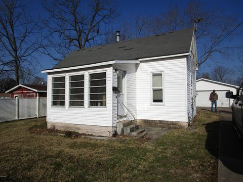 404 W 7th St, Christopher, IL 62822