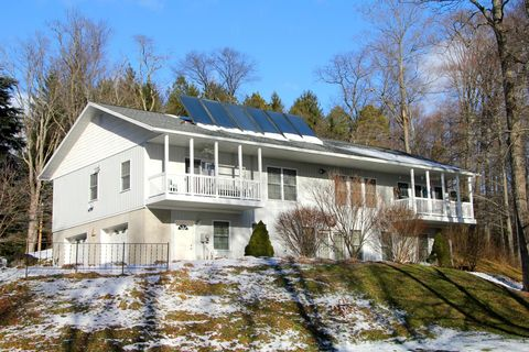 Photo of 4 Birch Ln, Prompton, PA 18456