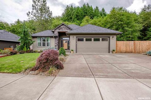 Photo of 183 S 10th Ave, Sweet Home, OR 97386