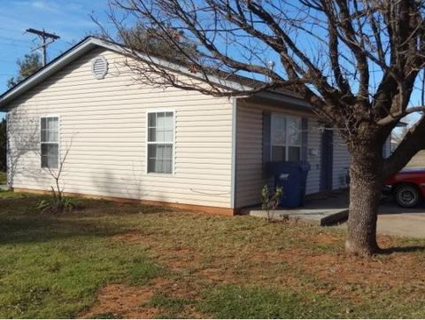 102 Florence Dr, Cordell, OK 73632