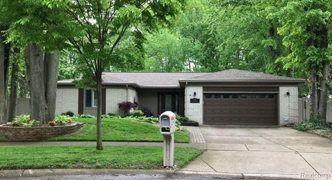 Photo of 2735 Robart Dr, Troy, MI 48085