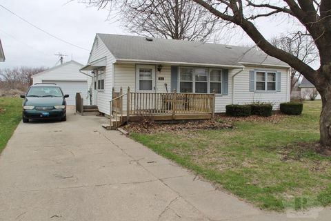 Photo of 211 3rd St Nw, State Center, IA 50247