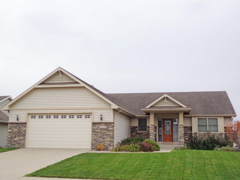 Photo of 2420 Yorkshire Cir, Ames, IA 50010