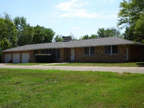 724 Harrell St, Omaha, IL 62871