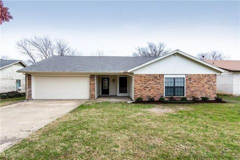 Photo of 7009 Misty Meadow Dr S, Fort Worth, TX 76133