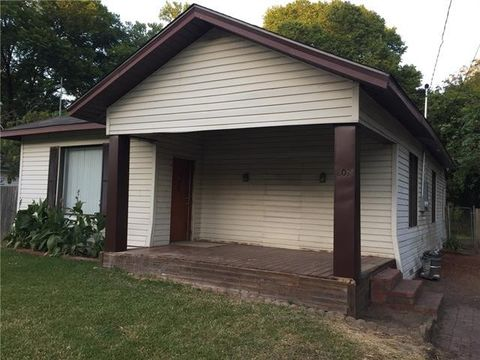 Photo of 802 N Frances St, Terrell, TX 75160
