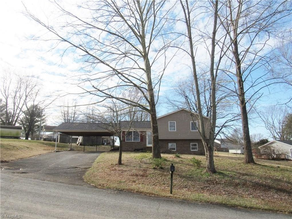 257 Woodcreek Dr Mount Airy, NC 27030