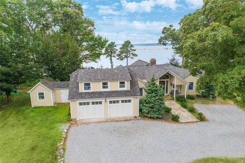 Photo of 140 Old Winkle Point Rd, Northport, NY 11768