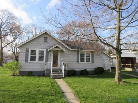 132 Mulberry St, Wauseon, OH 43567