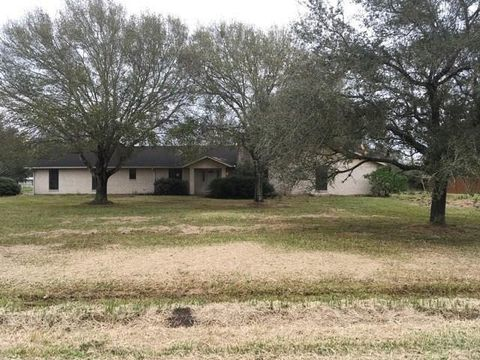 Photo of 101 Whitewing Trl, El Campo, TX 77437