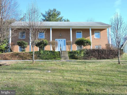 581 Rider Ct, Charles Town, WV 25414