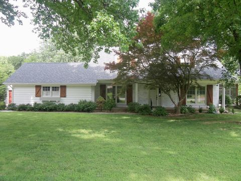 Photo of 1726 S River St, Carthage, MO 64836