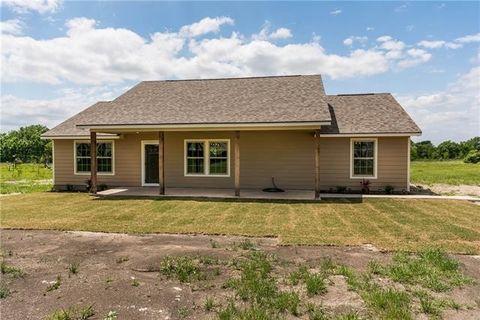 139 Darwin Rd, Whitewright, TX 75491