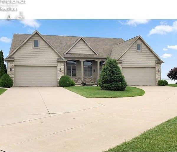 2863 S Waterside Ct Marblehead, OH 43440