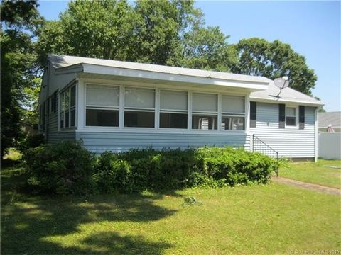 2 Liberty St, Old Lyme, CT 06371