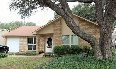 Photo of 7521 Whirlwind Dr, Fort Worth, TX 76133