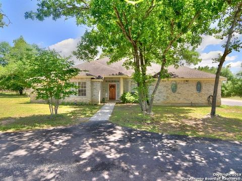 Photo of 139 Willow Creek Dr, Floresville, TX 78114