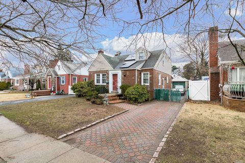 Photo of 306 Oakford St, West Hempstead, NY 11552