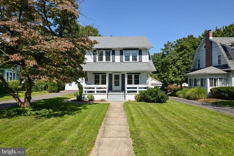 425 E 2nd St, Moorestown, NJ 08057