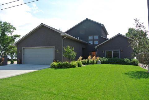 698 N Lake Dr, Watertown, SD 57201