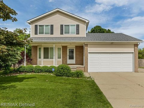 Photo of 2989 Gravel Ridge Dr, Rochester Hills, MI 48307