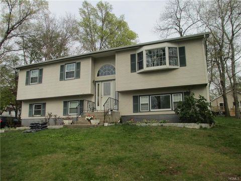 26 Kathryn Ct, Valley Cottage, NY 10989