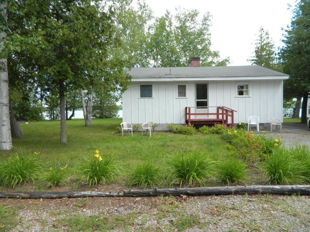 19556 Evergreen Rd, Presque Isle, MI 49777