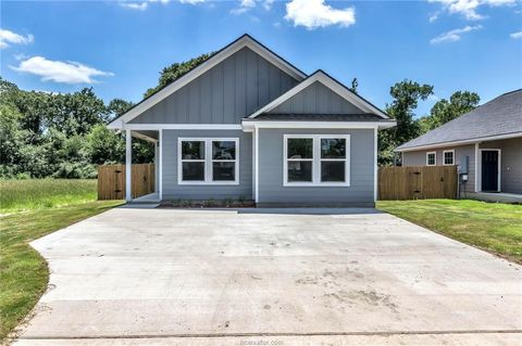 Photo of 1211 Lincoln St, Bryan, TX 77808