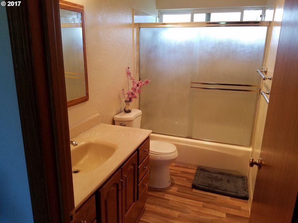 Bathroom Fixtures Eugene Oregon 3966 robin ave, eugene, or 97402 - realtor®
