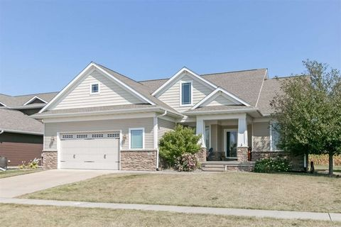 1260 Oxford Dr, North Liberty, IA 52317
