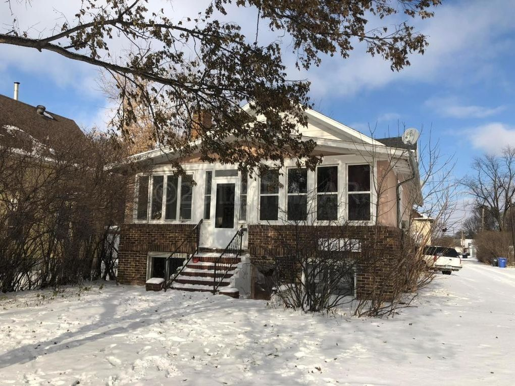 63 6th Ave N, Fargo, ND 58102