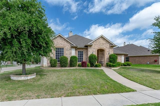 140 Big Willow Ct, Saginaw, TX 76179