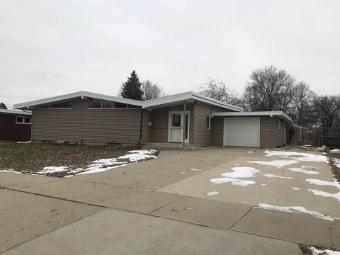 Photo of 121 26th St Sw, Minot, ND 58701