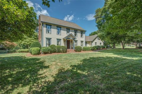 Photo of 1401 Heatherloch Dr, Gastonia, NC 28054
