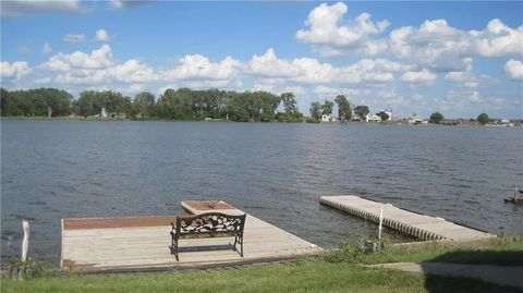 101 Schoonover Dr, Big Lake, MO 64437