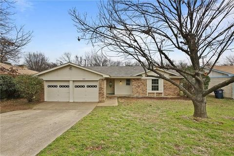 Photo of 1025 Blue Carriage Ln N, Fort Worth, TX 76120