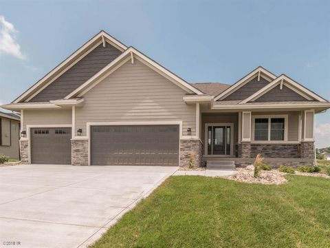 3870 Wildwood Ct, Waukee, IA 50263