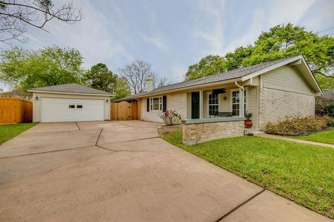 Photo of 1543 Briarbank Dr, Sugar Land, TX 77498