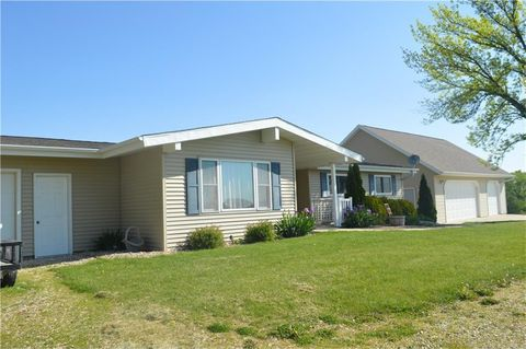1921 Bunker Hill Rd, Central City, IA 52214